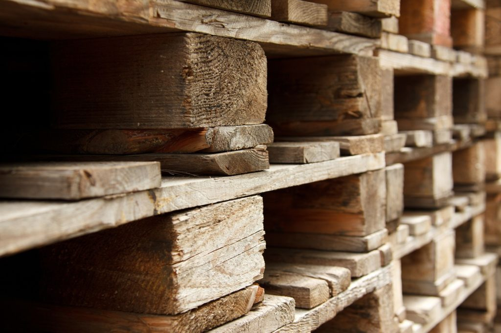 Bricolage avec des palettes en bois : nos tutos pour fabriquer vos meubles tendance !